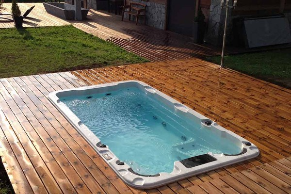 Aqua life schwimmspa for Piscine a contre courant prix